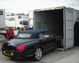 Export auto gaat in de container
